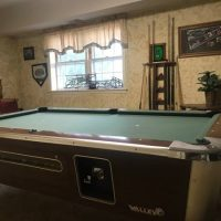Valley Bar Pool Table With Accesories